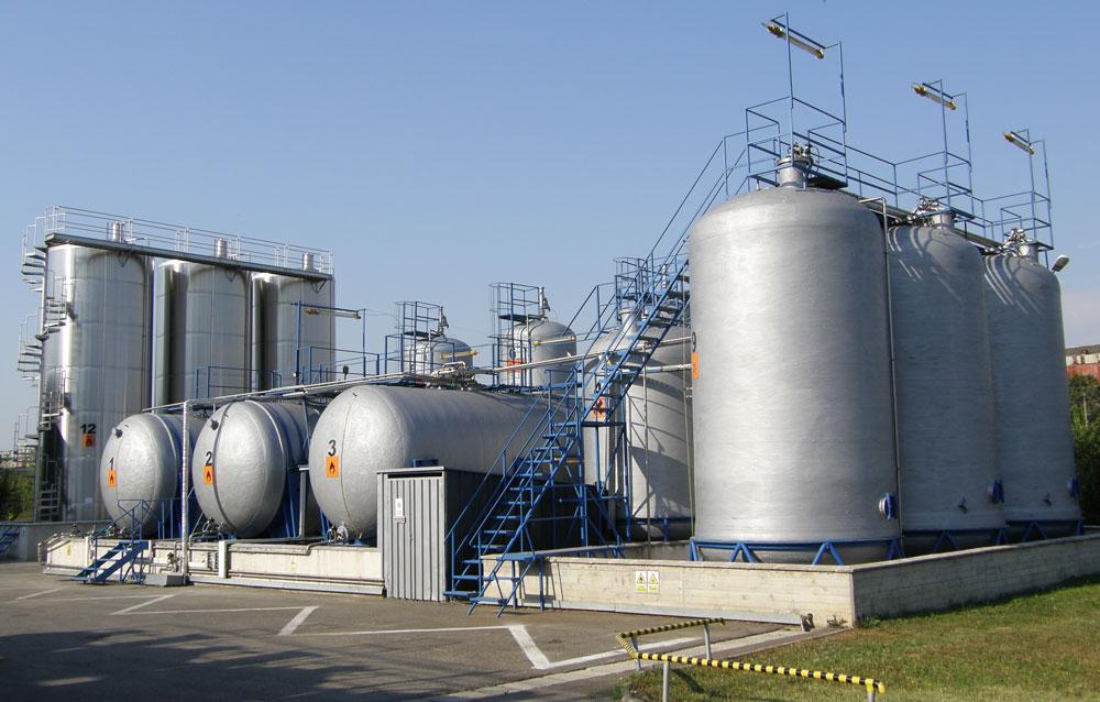 Parc rezervoare materii prime (capacitate totală - 400m3)