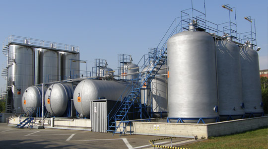 ROMTEC AUSTRIA's stoking tanks parc and manufacturing hall in Iaşi, Poitiers Bvd.